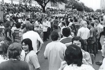 Streaking.1974.Streak In Spectators.