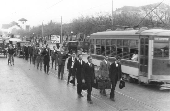 Pig Bellmont Funeral Procession.Jan 5 1923.2.